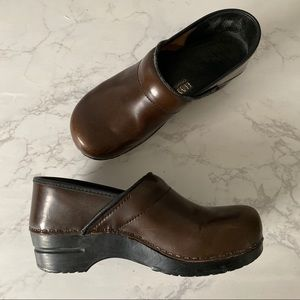 Dansko Sz40 Brown Leather Clogs Shoes